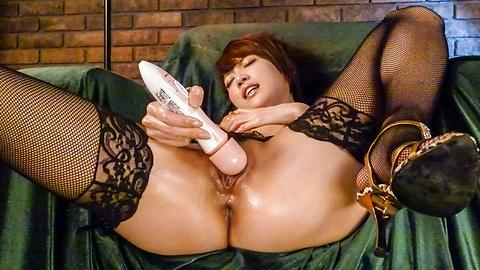 Horny jav porn slut rubbing cunt with hitachi toy