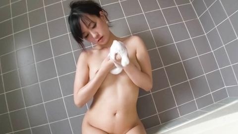 Manami Komukai with curvy body showing sexy to fuck her dick in the bathtub