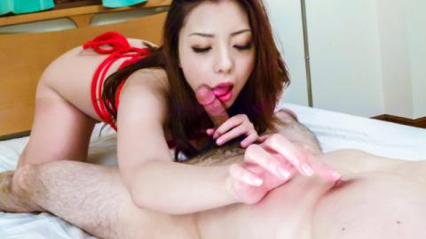 Maki Mizusawa gives warm Japanese blowjob